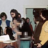 Klassenfete bei Arthur Janzen 1975: v. l. n. r. Ulrike Frobeen, Joachim Thalmann, Pianist??, Klaus Haffke, N.N., Annette Wefing (mit Flöte), Siegfried Schmitt, Jürgen Bonn und Horst Richter