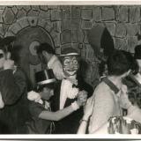 in der Mitte: Wilma Gath (Zorn) und Günther Zorn, rechts Marlies Weger